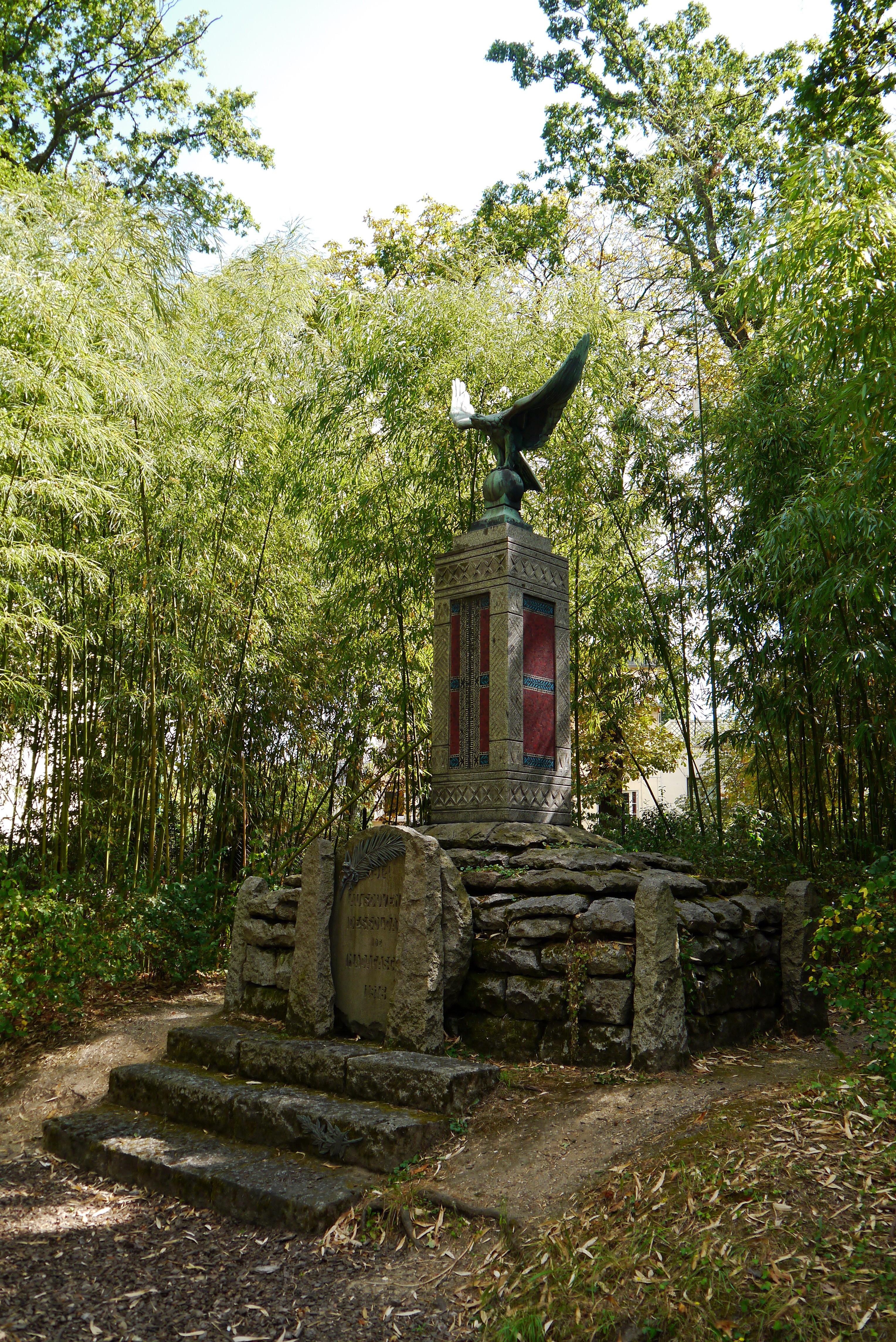 File jardin tropical paris monument au souvenir des for Au jardin tropical guadeloupe