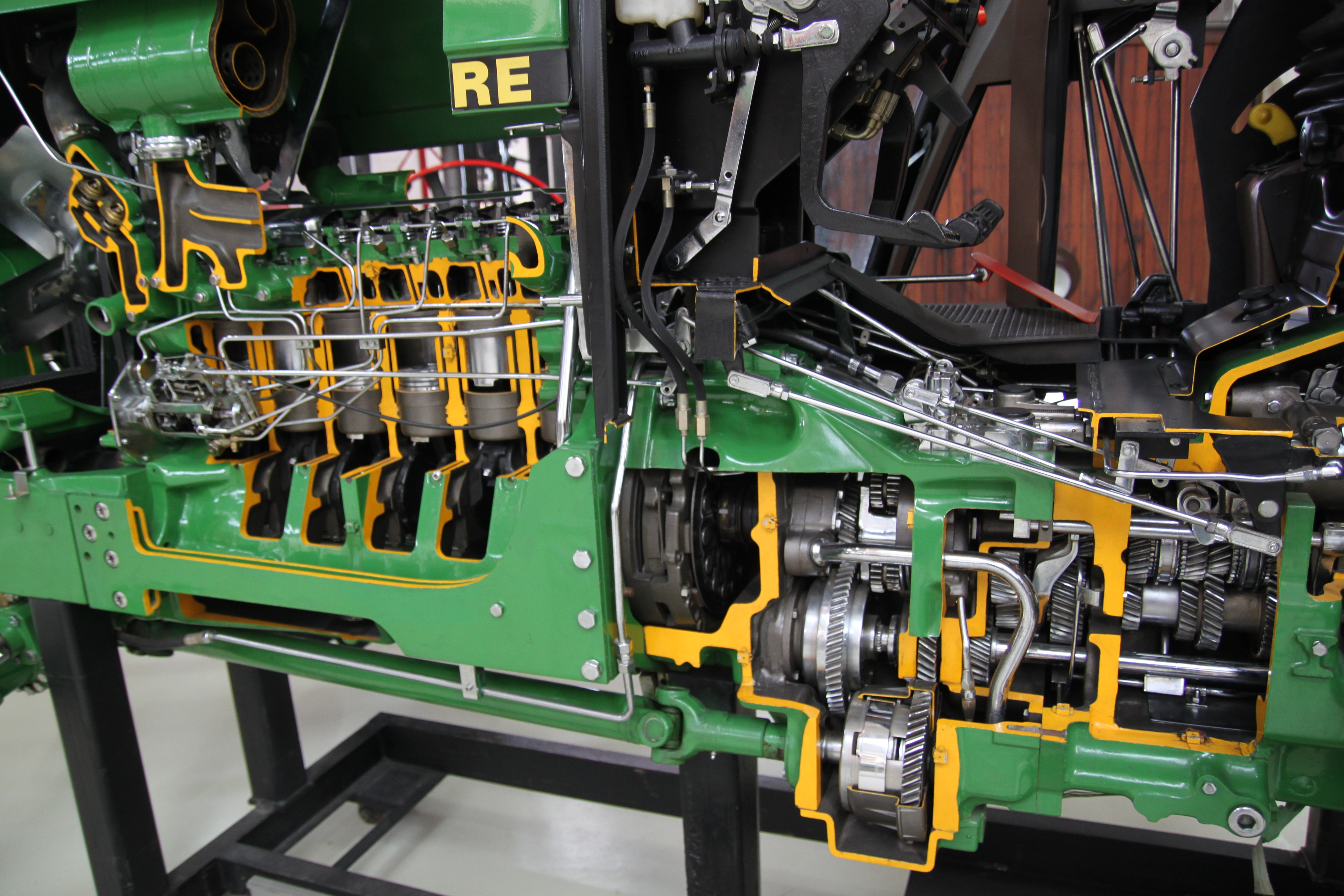 Cutaway of a John Deere 3350 tractor transmission with 16 forward