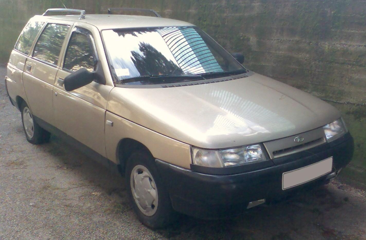 File:Lada 111 (2111) Station Wagon.jpg