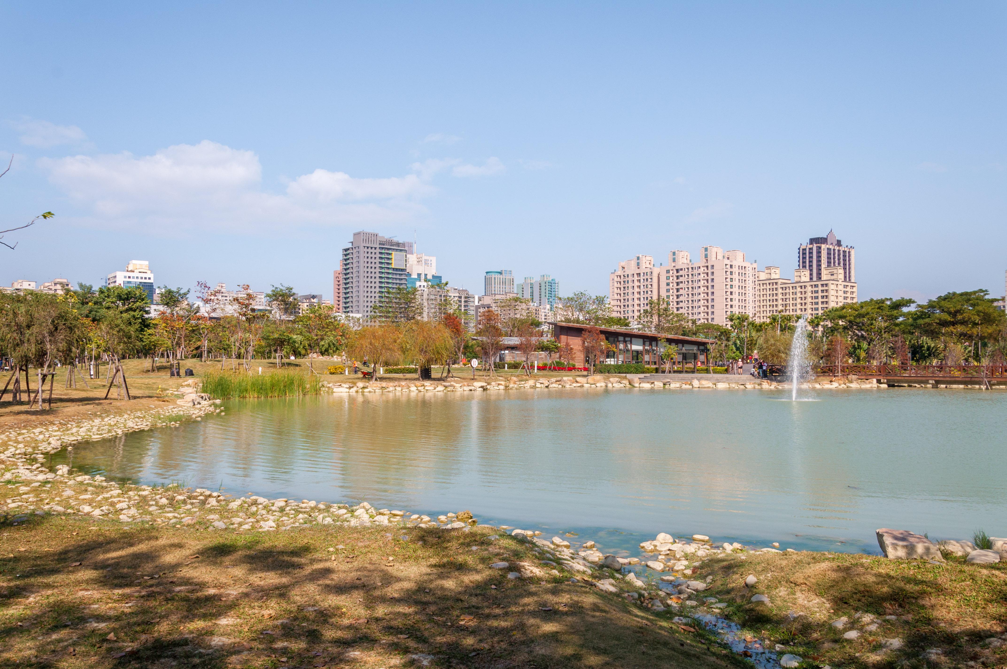 劍湖山 Wikipedia: 想漫步在金黃、橙紅繽紛的落羽松林中嗎?告訴你台灣15處落羽松觀賞景點~