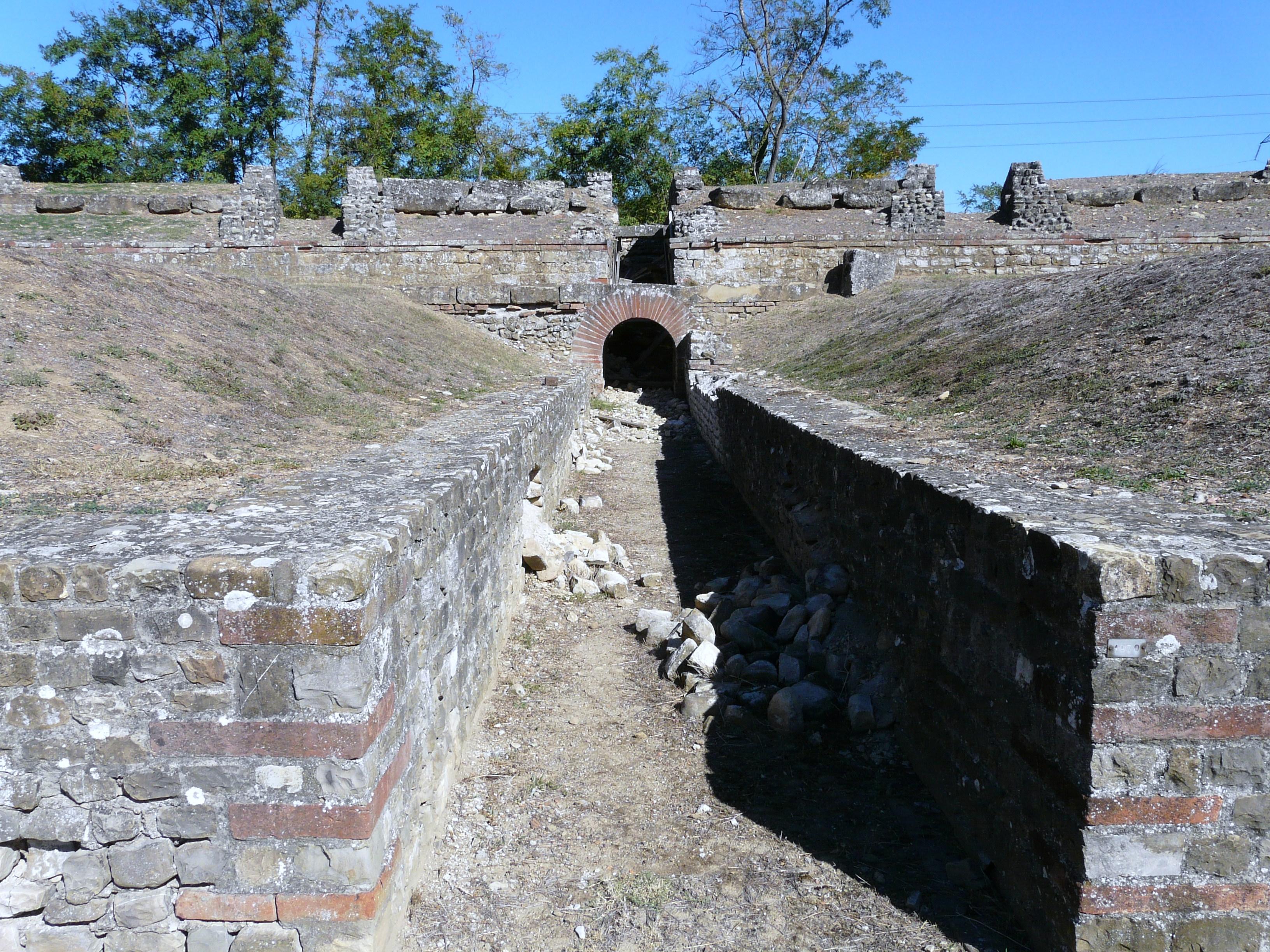 Libarna (Serravalle Scrivia)-area archeologica e rinvenimenti città romana13.jpg