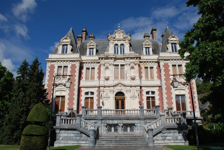 LOURDES (Pyrénées) Lourdes_ancien_tribunal