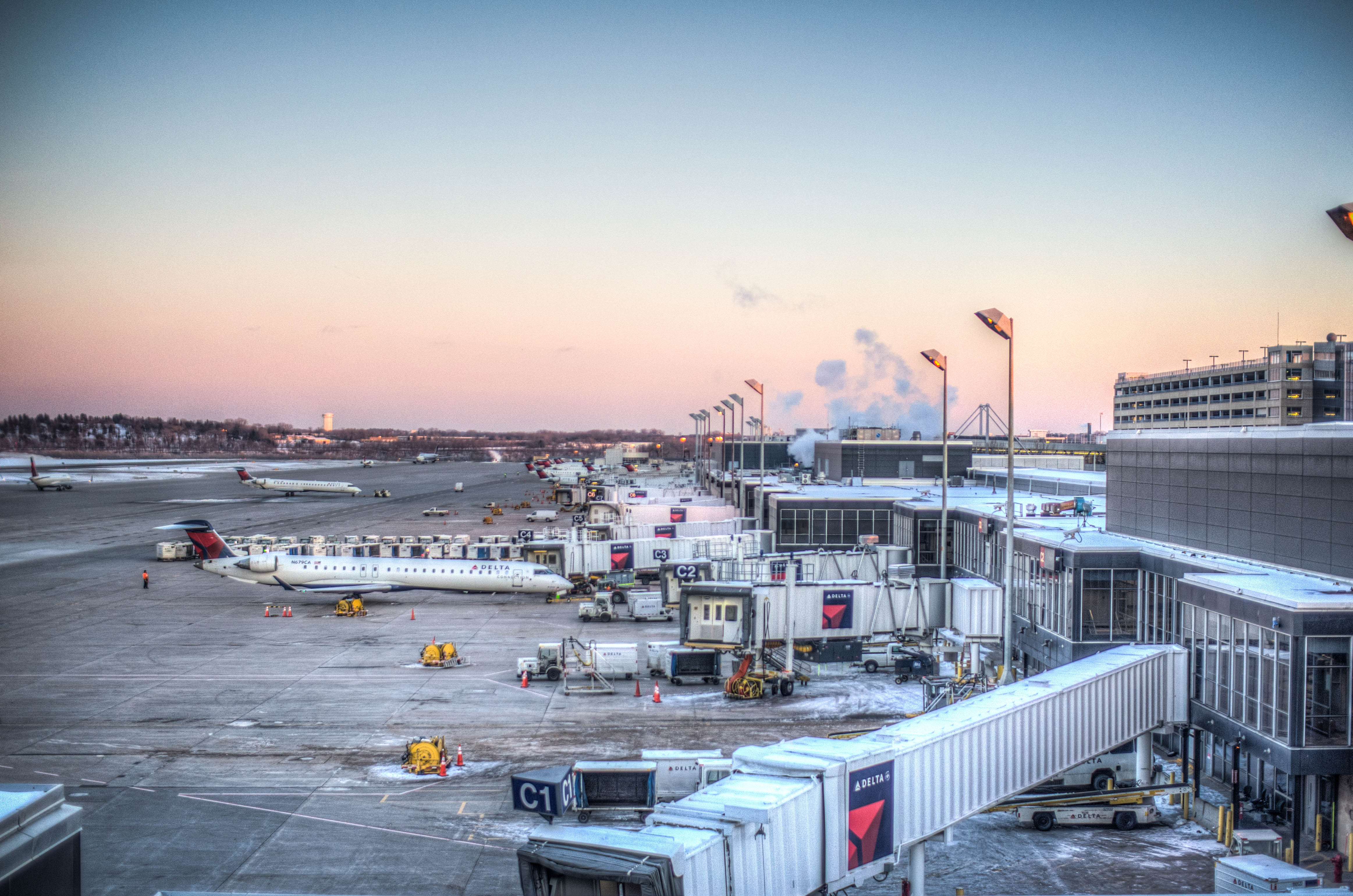 File:MSP Airport - View from the observation deck near