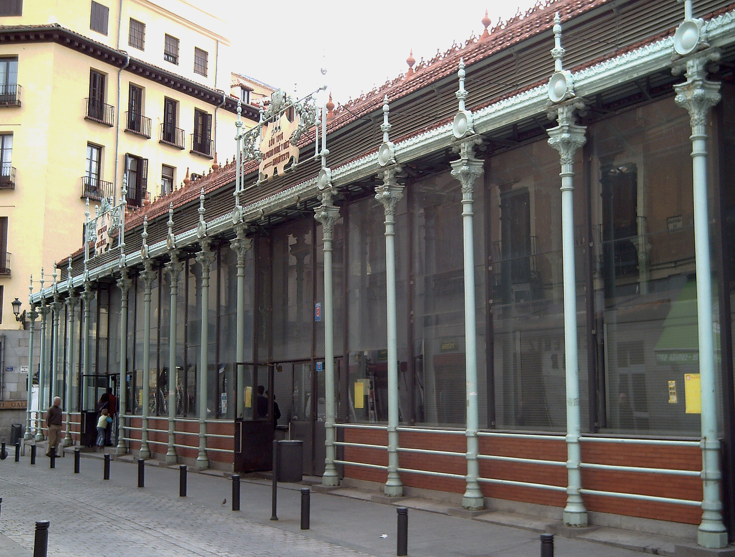 File:Mercado de San Miguel (Madrid) 01.jpg