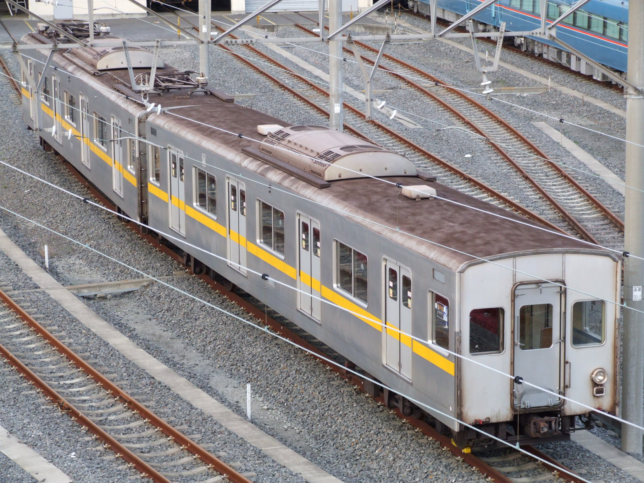https://upload.wikimedia.org/wikipedia/commons/e/ed/Model_7000-7600_of_Teito_Rapid_Transit_Authority.JPG