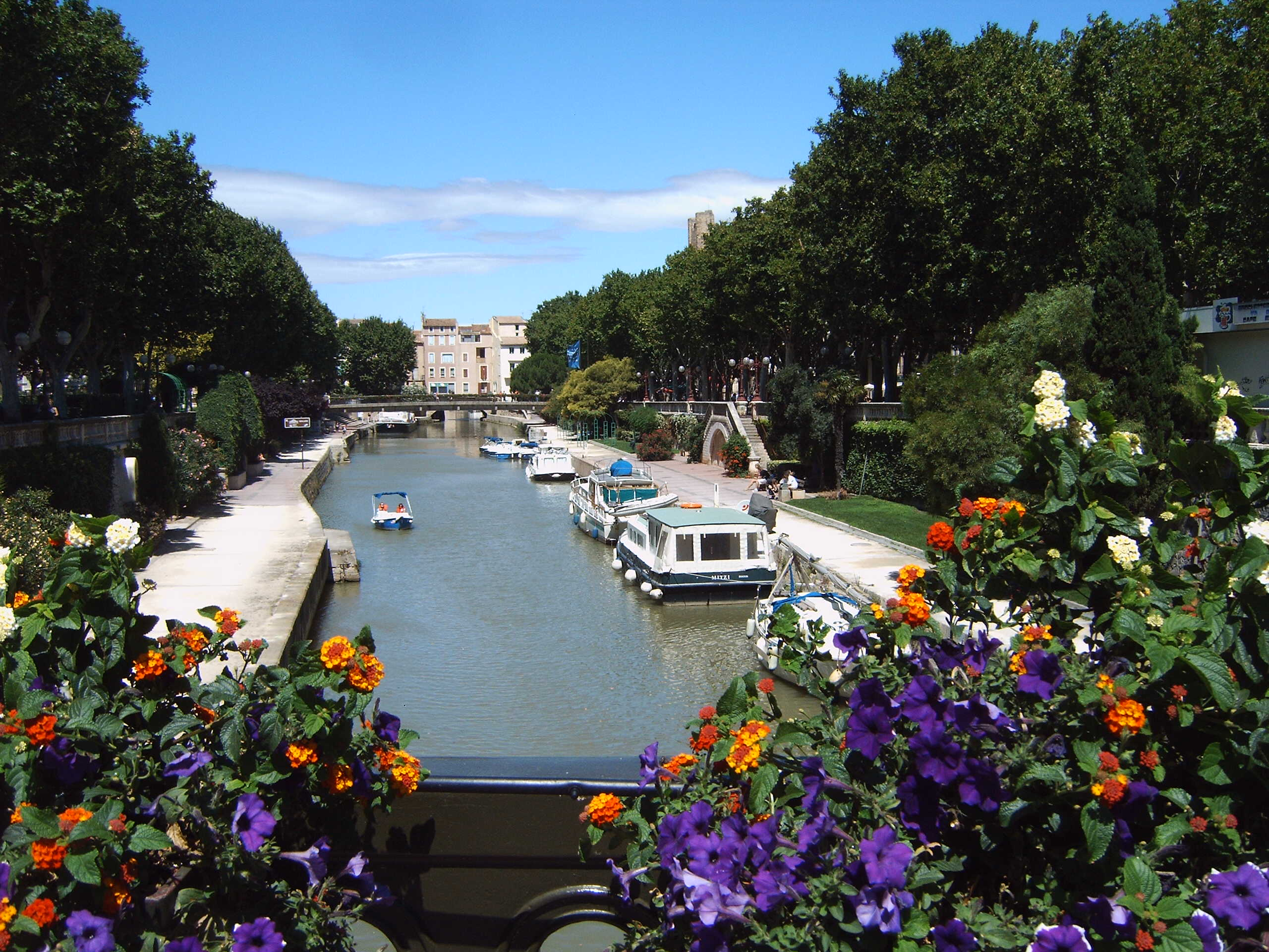 Narbonne France  city photo : Description Narbonne Canal de la Robine from Boulevard Gambetta