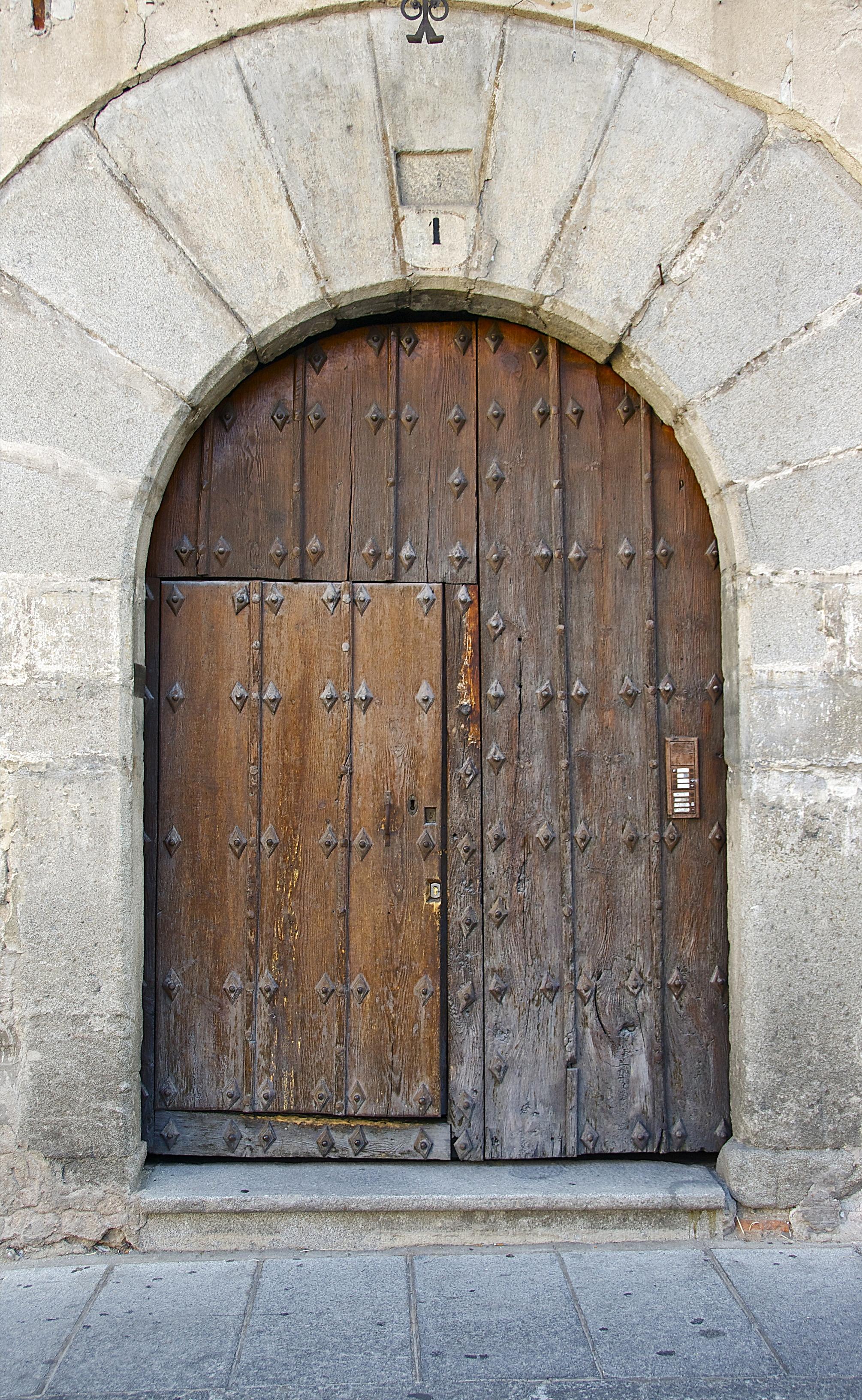 old wooden door with rusted door butts download free textures