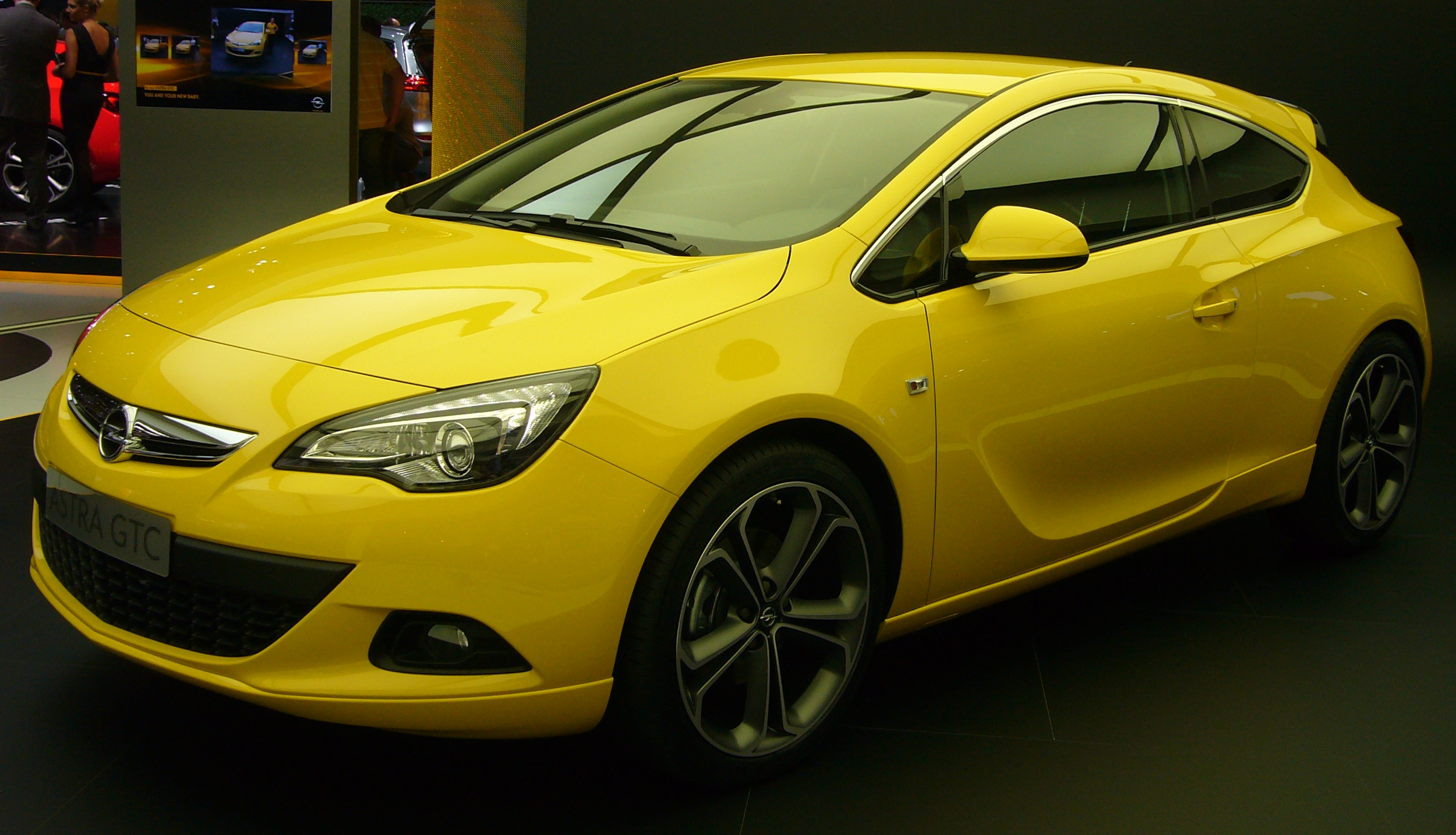 file opel astra gtc front quarter 2 jpg wikimedia commons. Black Bedroom Furniture Sets. Home Design Ideas