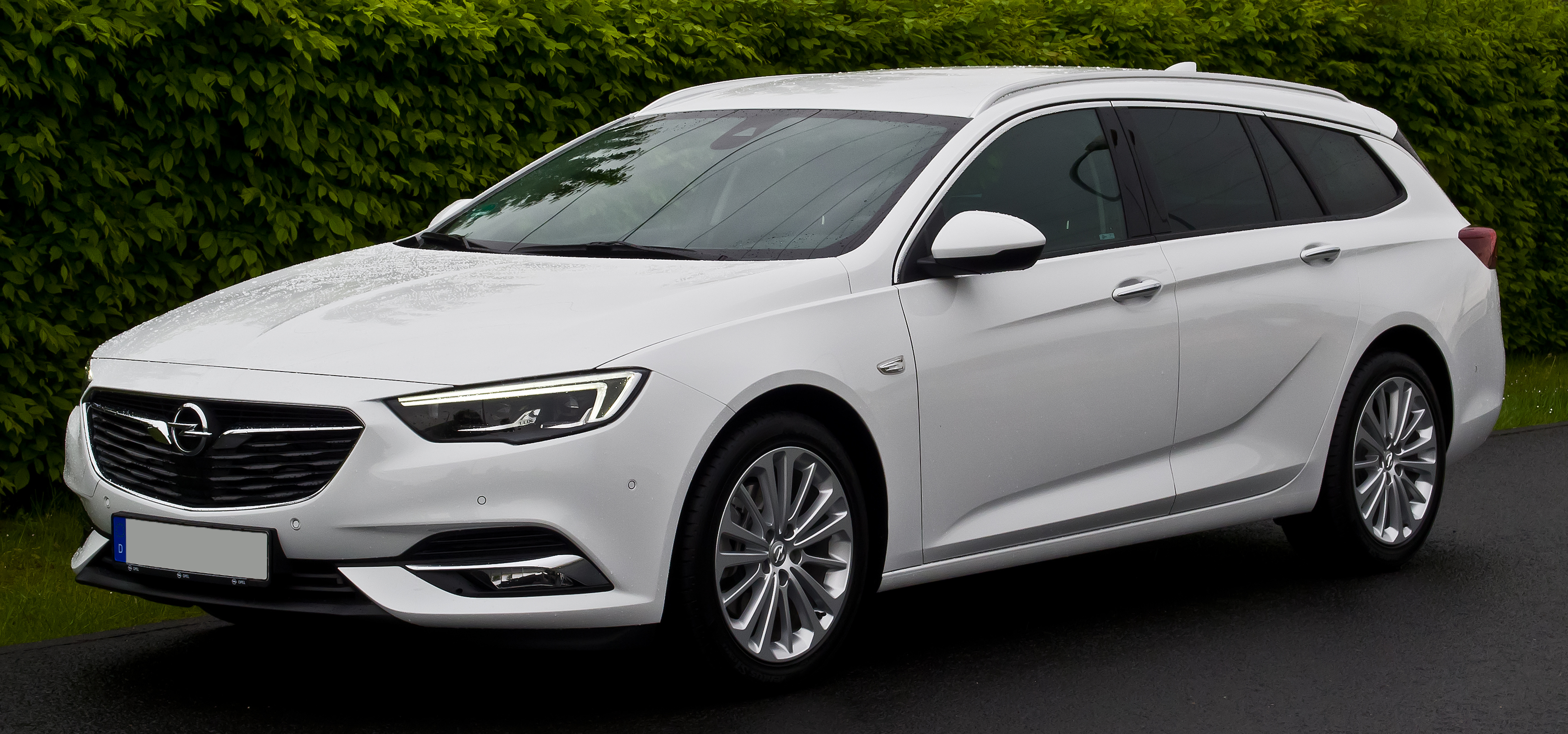 File:Opel Insignia Sports Tourer 1.5 DIT Innovation (B ...