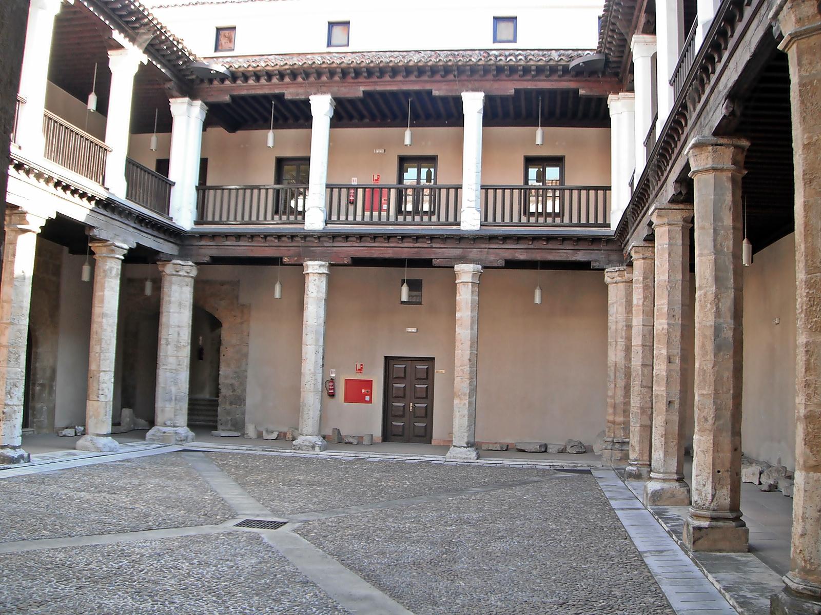 File patio en el palacio de los vivero en for Viveros valladolid