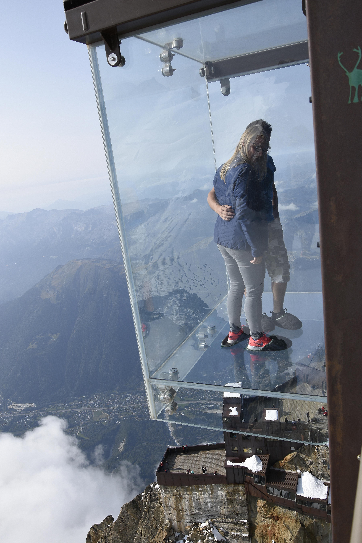 Aiguille Du Midi Le Pas Dans Le Vide file:pas dans le vide - téléphérique de l'aiguille du midi 8-9-2017