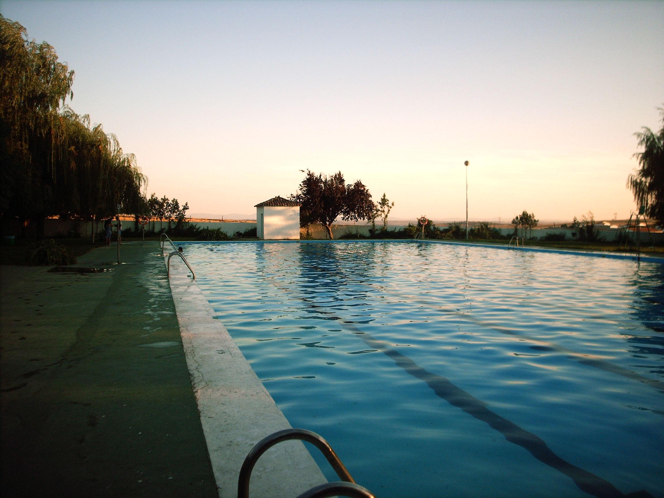 Archivo piscina medina de las torres jpg wikipedia la for Piscina wikipedia