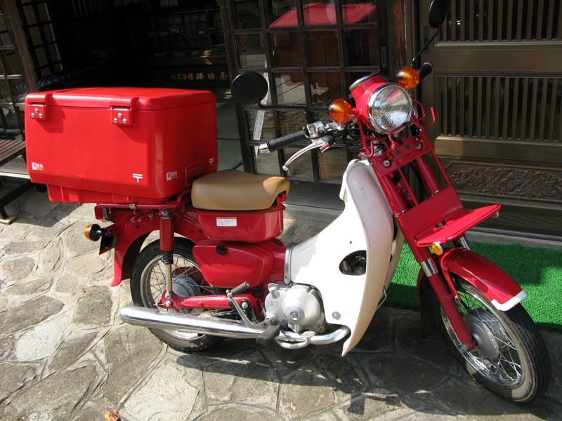 Die Honda Super Cub, dass  meist produzierte Motorradmodell der Welt Postal_SuperCub