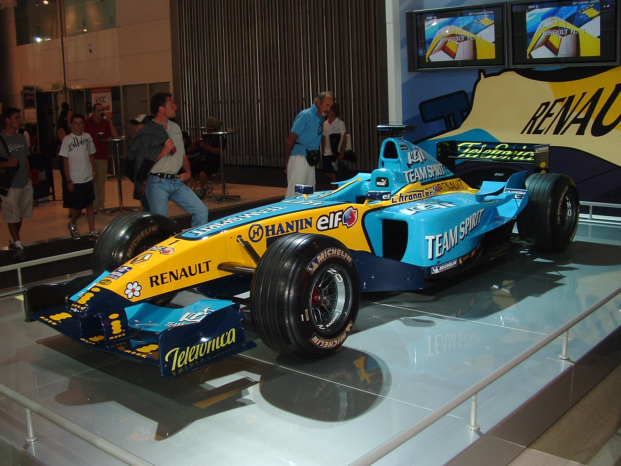 https commons wikimedia org wiki file renault r25 display car jpg