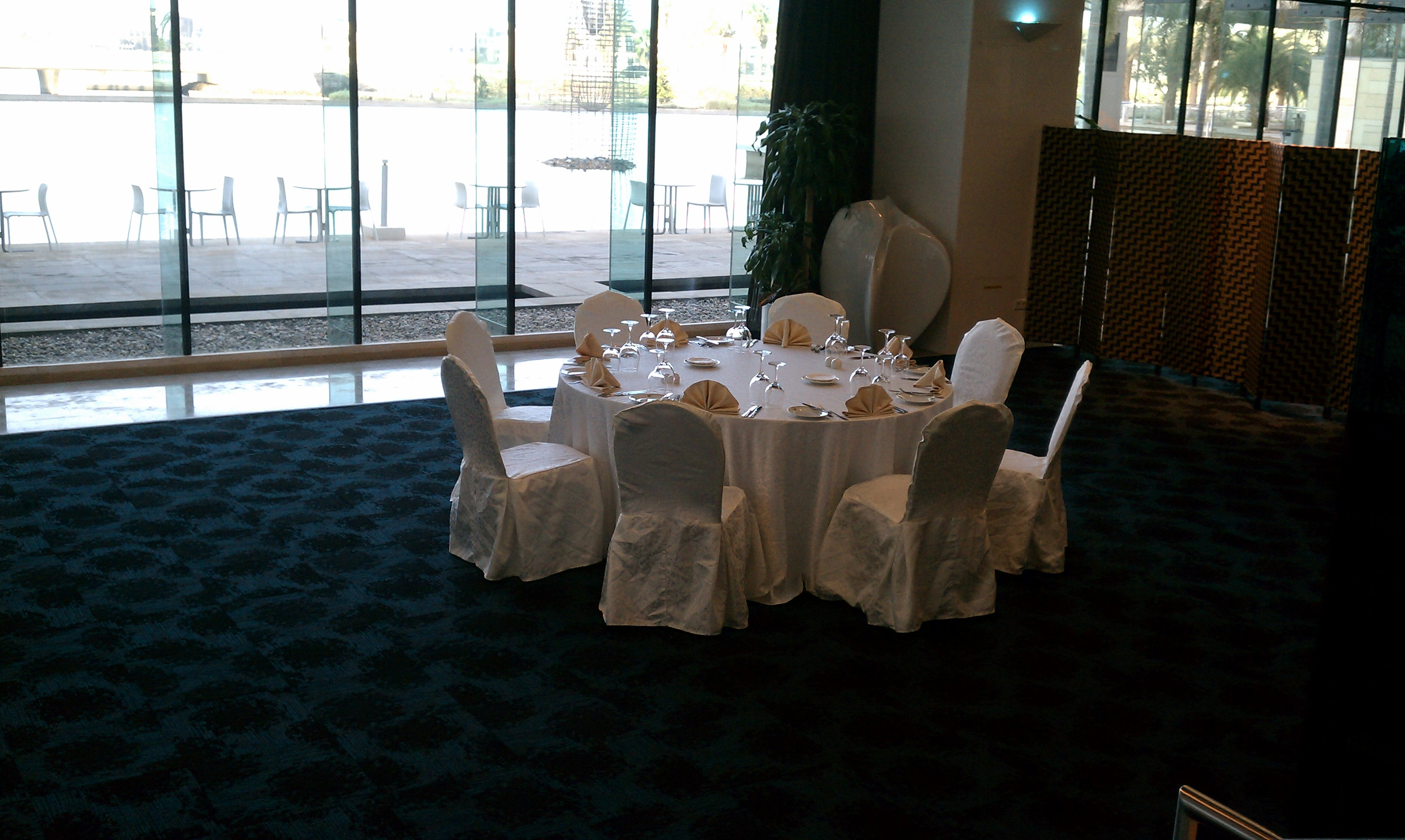 FileSaudi Arabia fine dining table setting.jpg & File:Saudi Arabia fine dining table setting.jpg - Wikimedia Commons