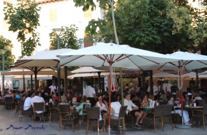 File terraza bar bosch wikimedia commons - Dekzeil terras balkon ...