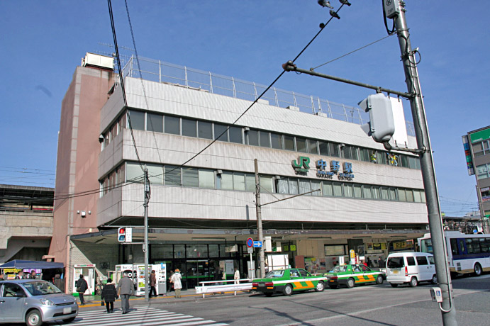 https://upload.wikimedia.org/wikipedia/commons/e/ed/Tokyo_Nakano_Station_%28South_Entrance%29.jpg