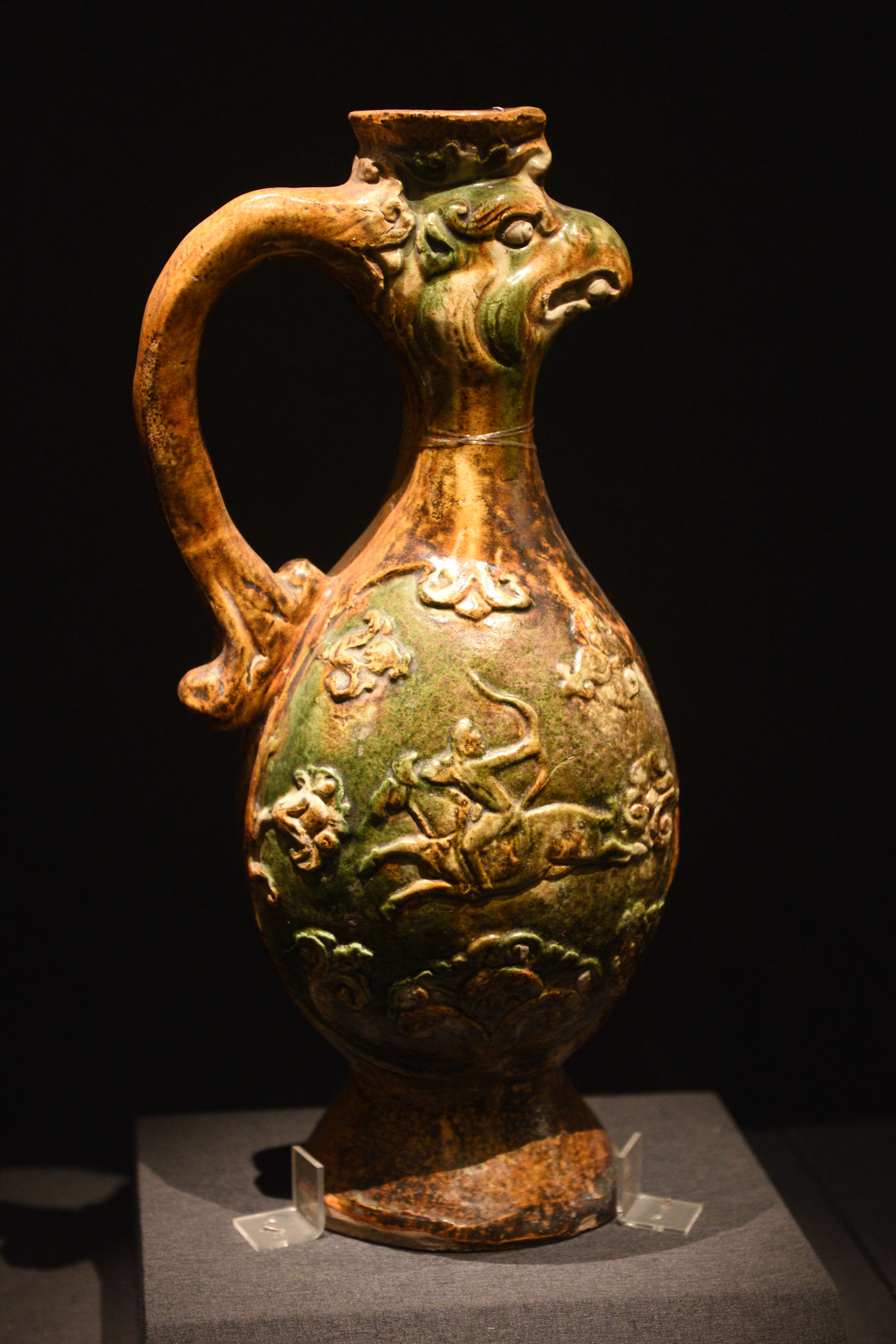 File:Tricolor Pottery Ewer with a Phoenix-head Spout 01.jpg ...