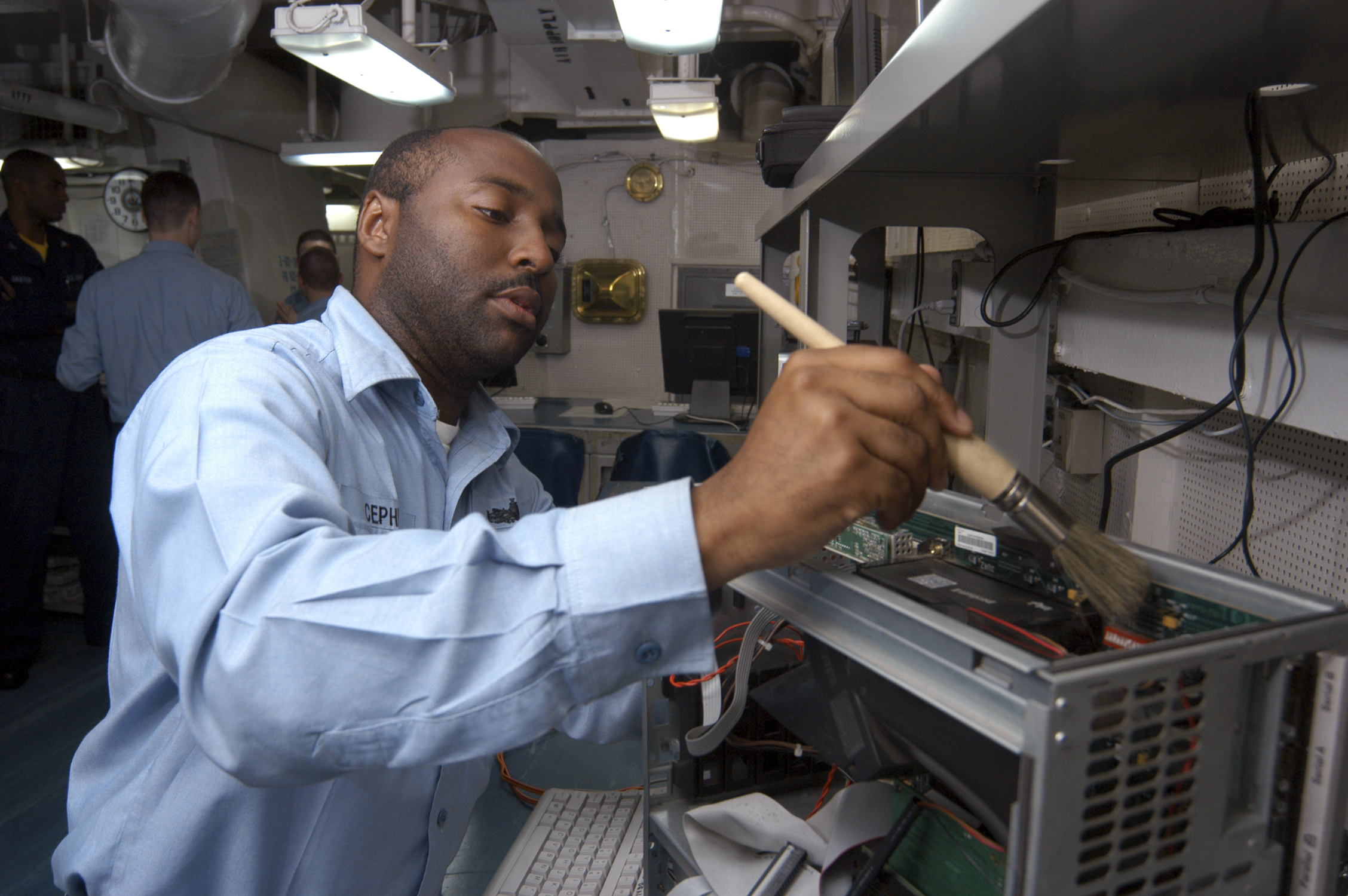 File:US Navy 040719-N-7748K-015 Information Systems Technician 2nd ...