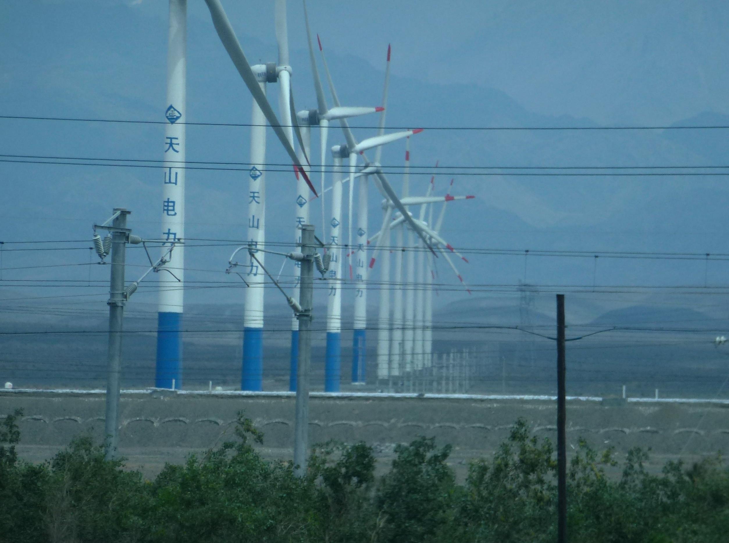 Description Wind power plants,Turfan-Urumqi 2012.jpg