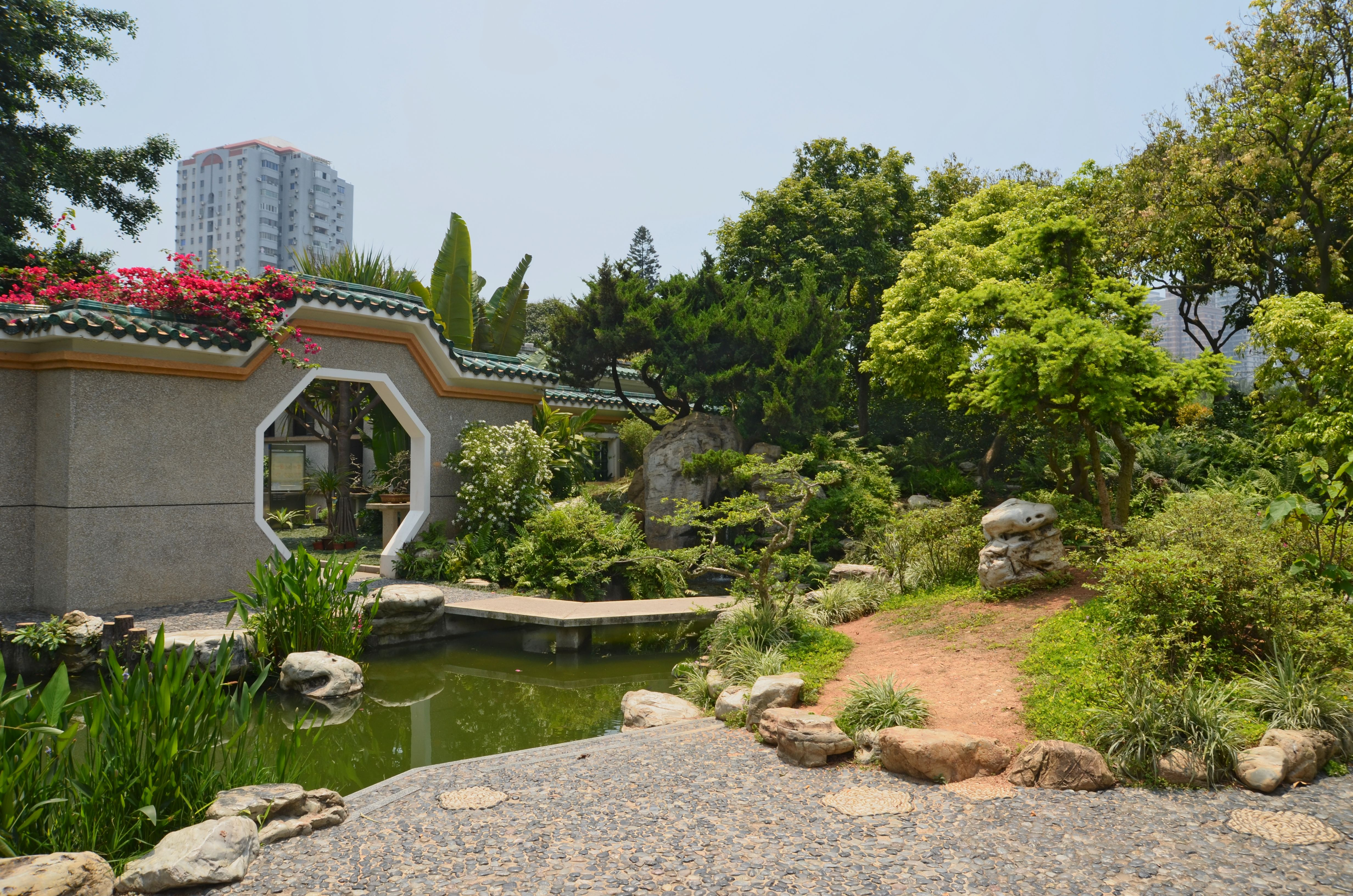 http://upload.wikimedia.org/wikipedia/commons/e/ed/Xiamen-Zhongshan_gongyuan_jardin_traditionnel.jpg