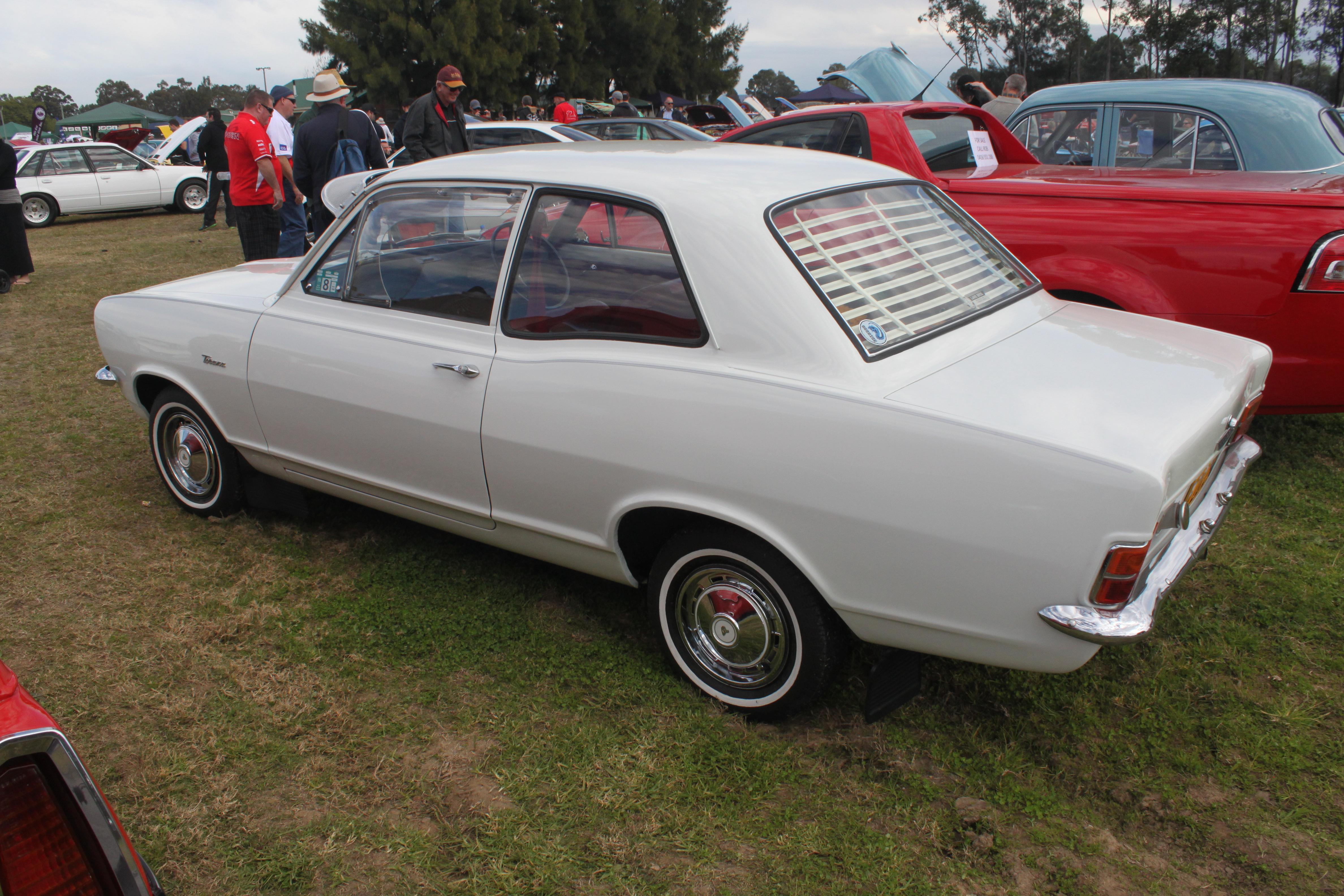 File:1968 Holden Torana (HB) 2-door sedan (20830919242 ...