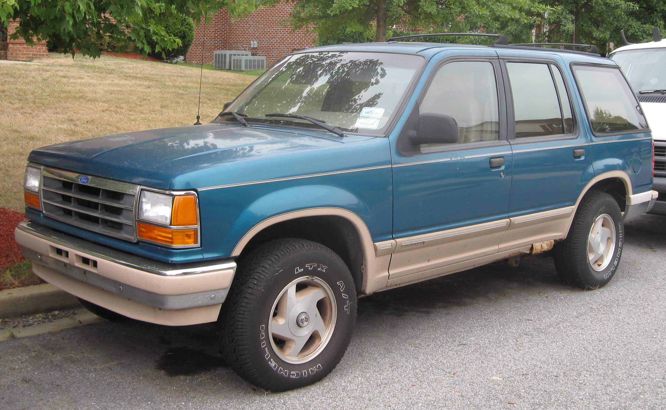 Description 1st Ford Explorer Eddie Bauer.jpg