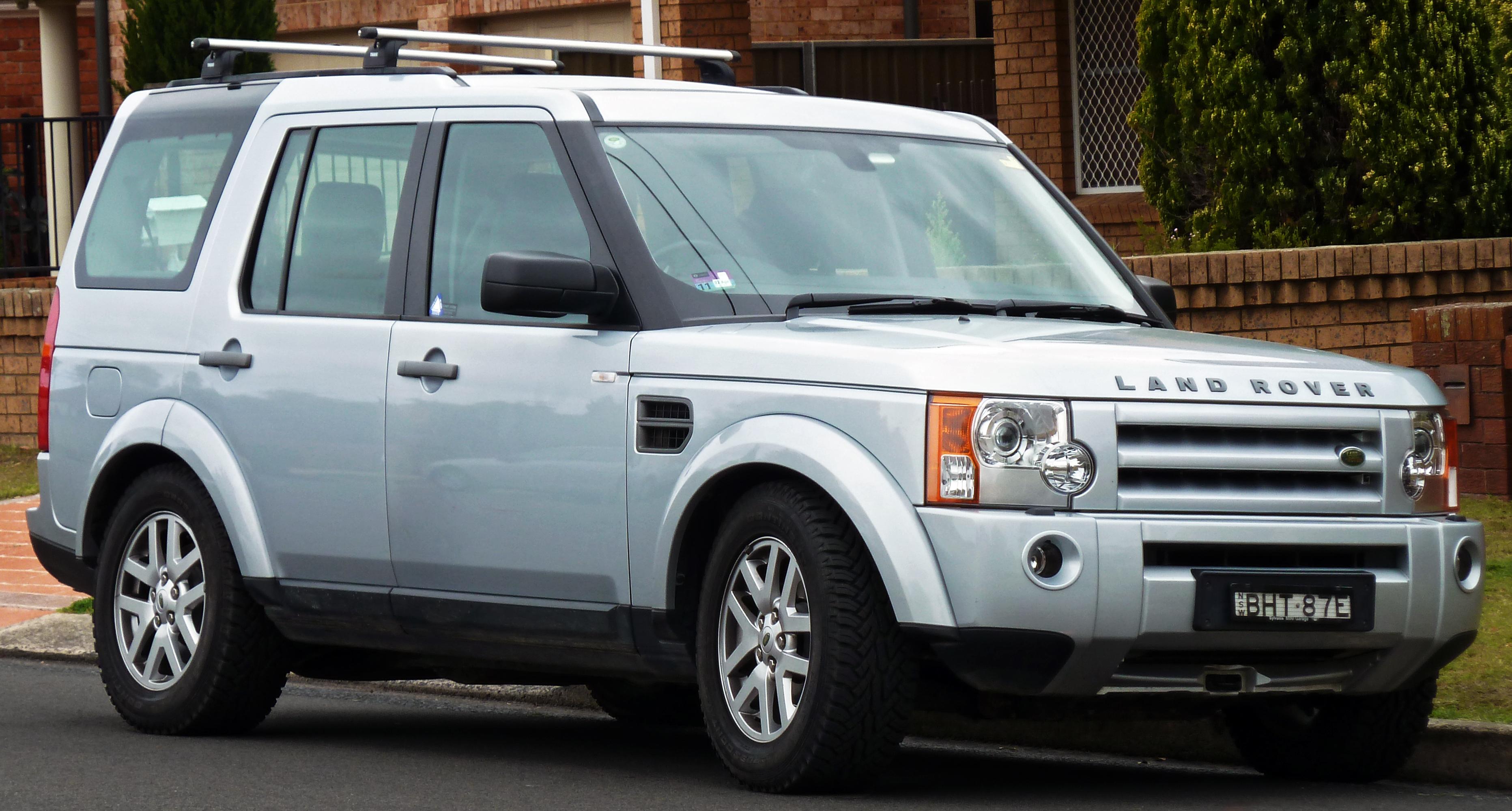 https://upload.wikimedia.org/wikipedia/commons/e/ee/2008-2009_Land_Rover_Discovery_3_%28MY09%29_TDV6_SE_wagon_%282010-09-23%29_01.jpg