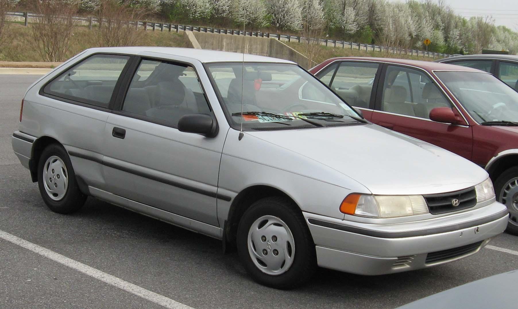File:92-94 Hyundai Excel.jpg - Wikimedia Commons