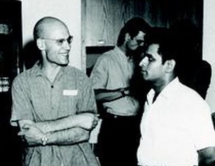 Shreeram Abhyankar (right) with [[Alexander Grothendieck]] (left), [[Michael Artin]] in the background, at [[Montreal, Quebec]], Canada in 1970.