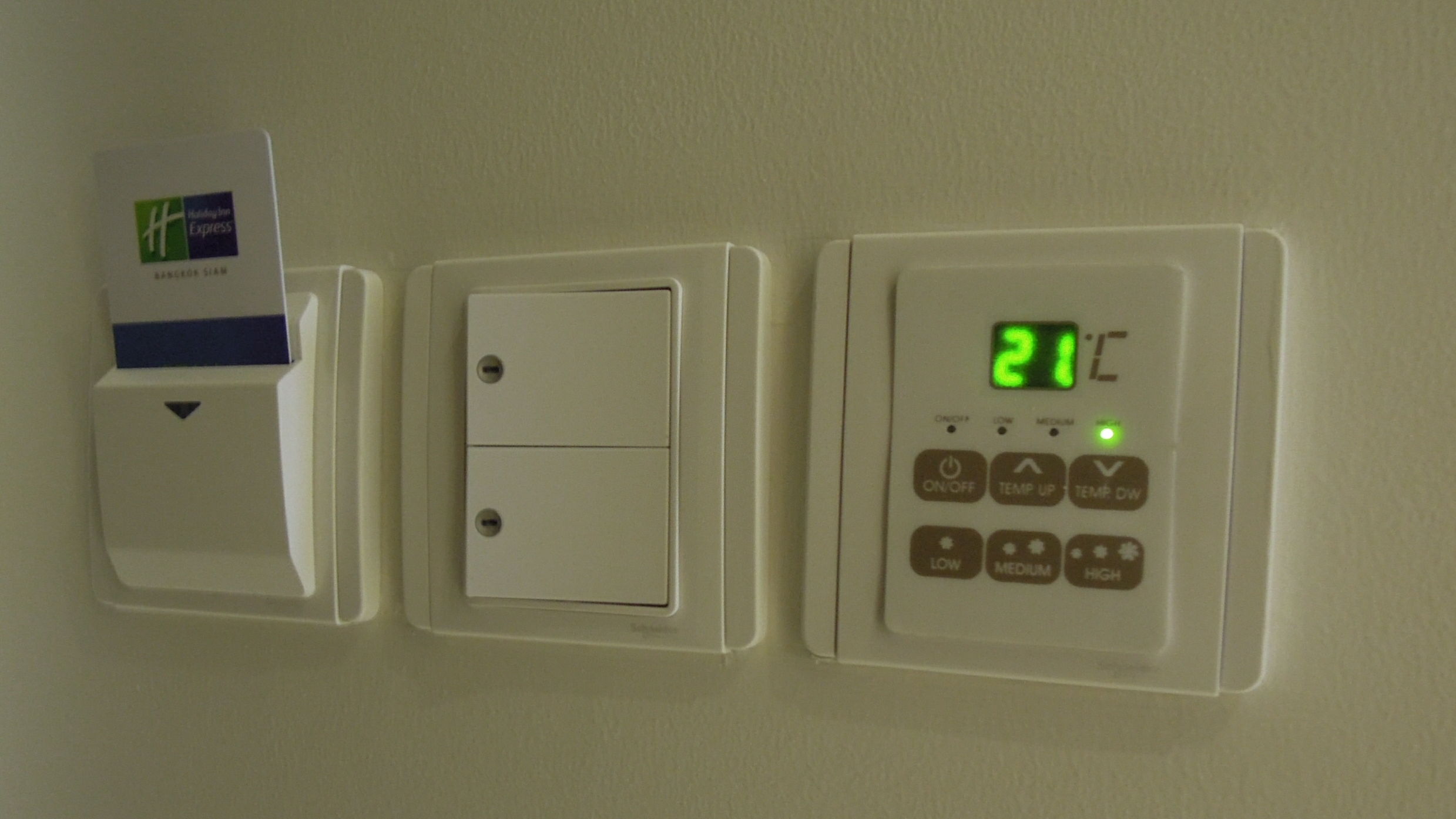 Smart Light Switches and Plugs Market in 360MarketUpadates.com