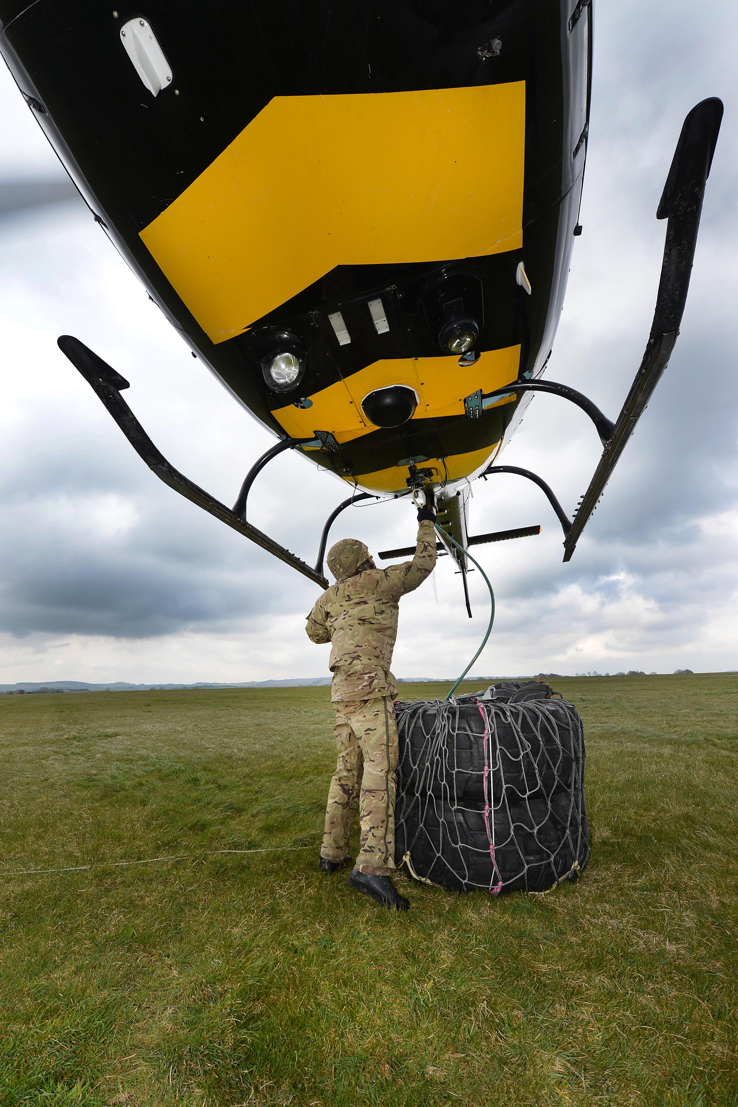 filearmy reserves underslung load training with squirrel helicopter mod 45156920jpg - Helicopter Mod