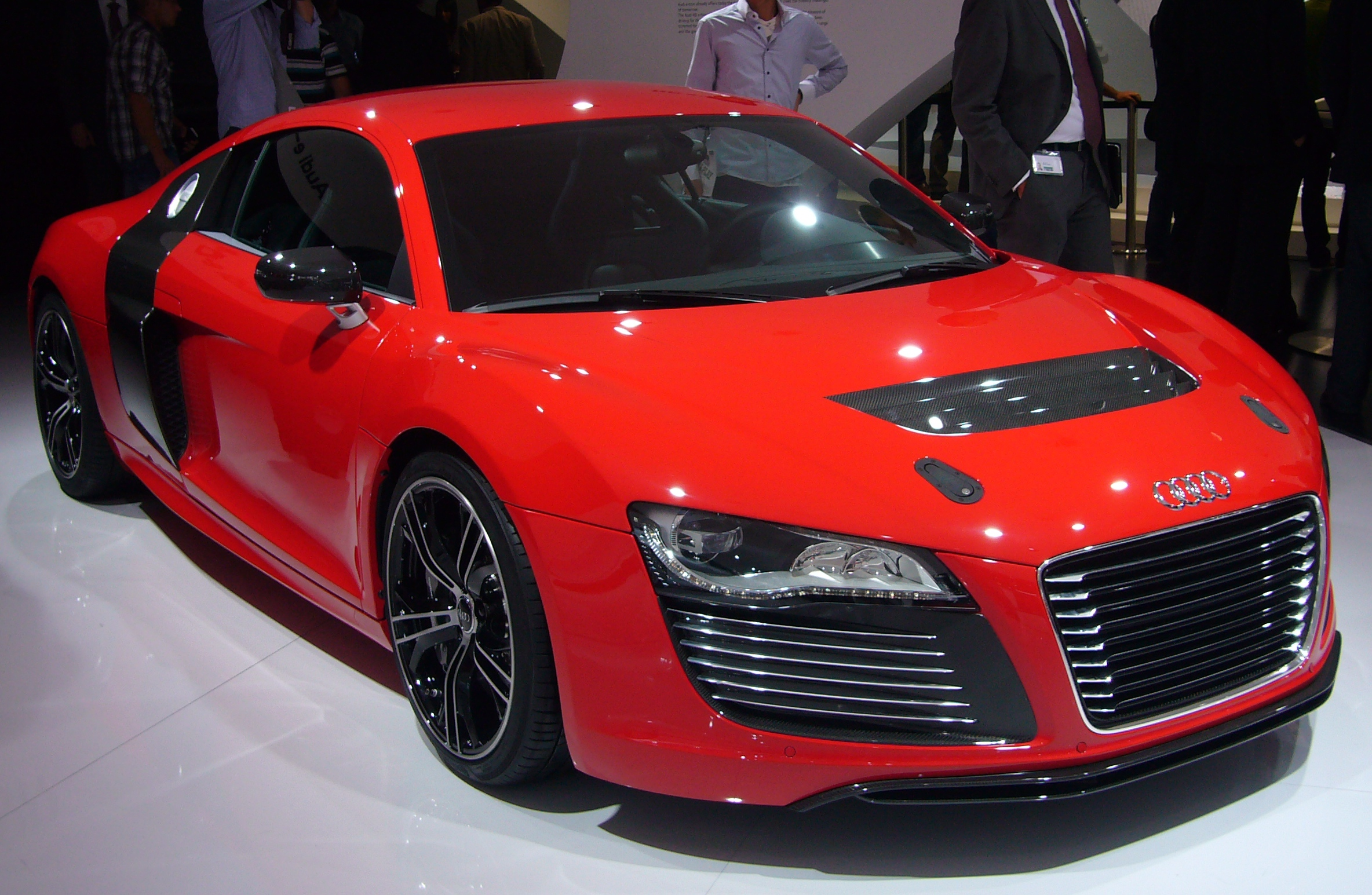 FileAudi R Etron Front Quarterjpg Wikimedia Commons - Audi r8 etron