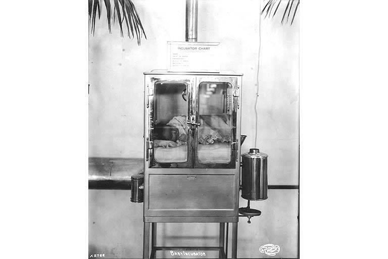 File:Baby incubator exhibit, Pay Streak, Alaska Yukon Pacific Exposition, Seattle, Washington, 1909 (3382411695).jpg