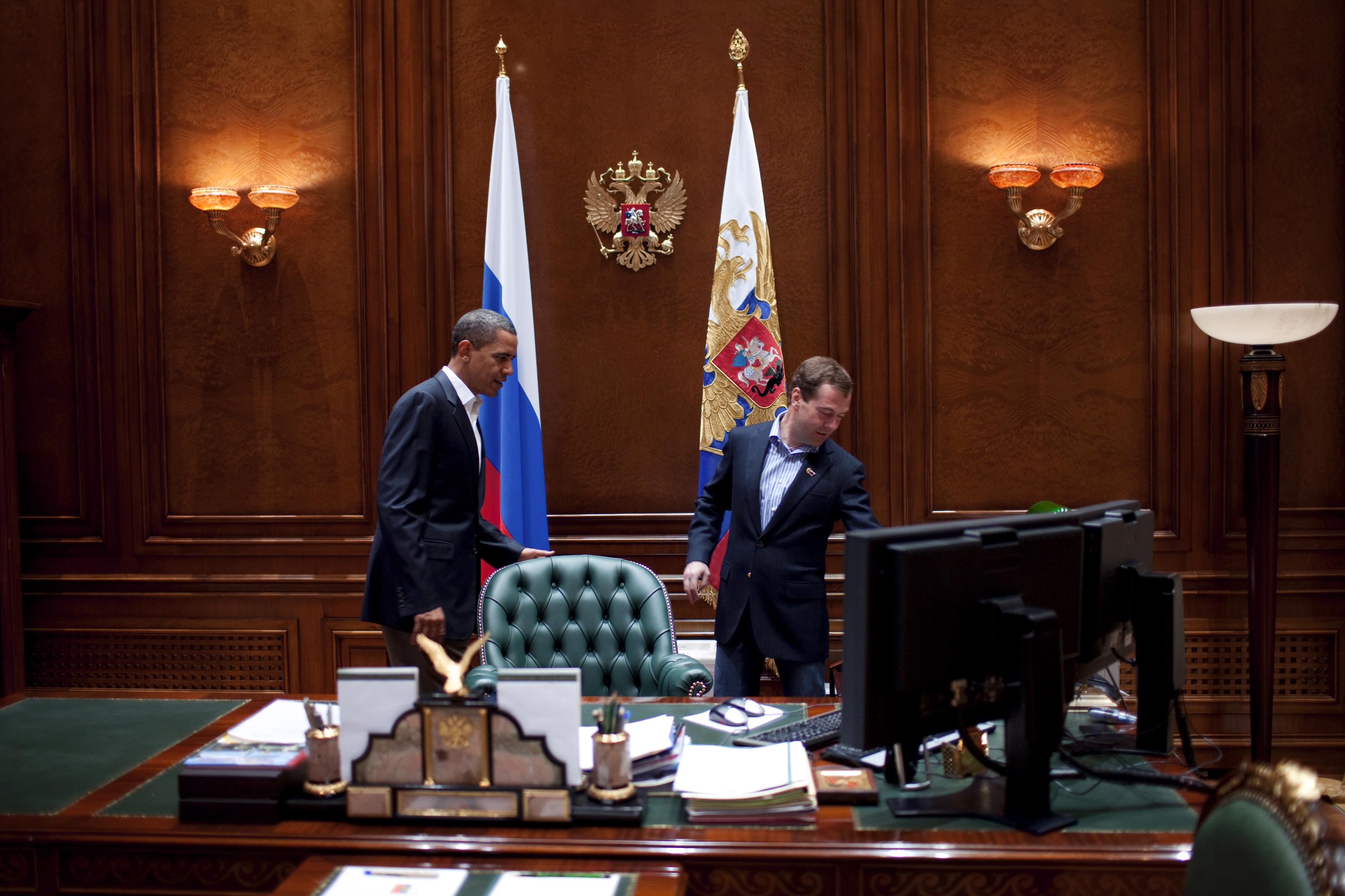 Trump Oval Office Pictures File Barack Obama In Dmitry Medvedev S Office Jpg
