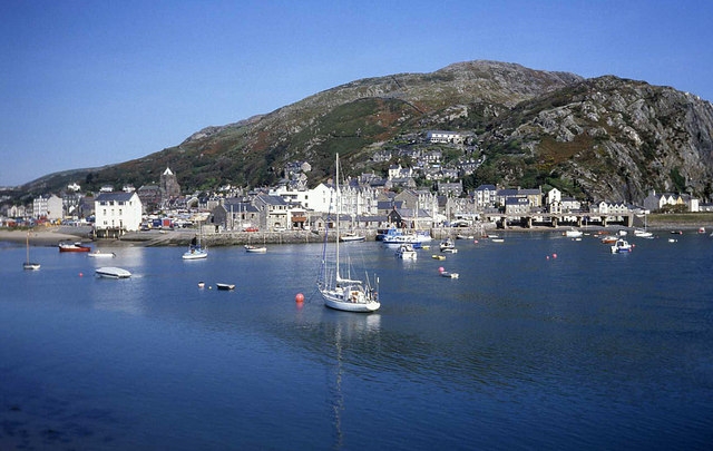 File:Barmouth Harbour - geograph.org.uk - 1363561.jpg