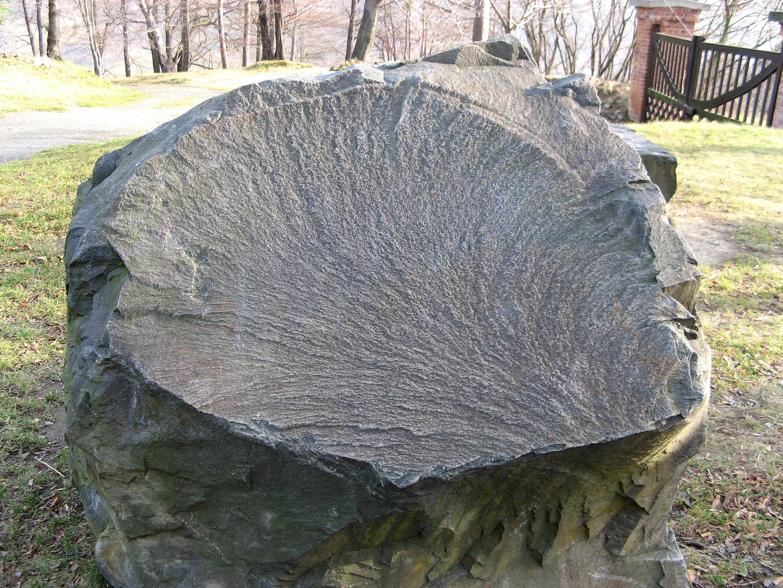 Large White Granite Rock : File big stone g wikimedia commons