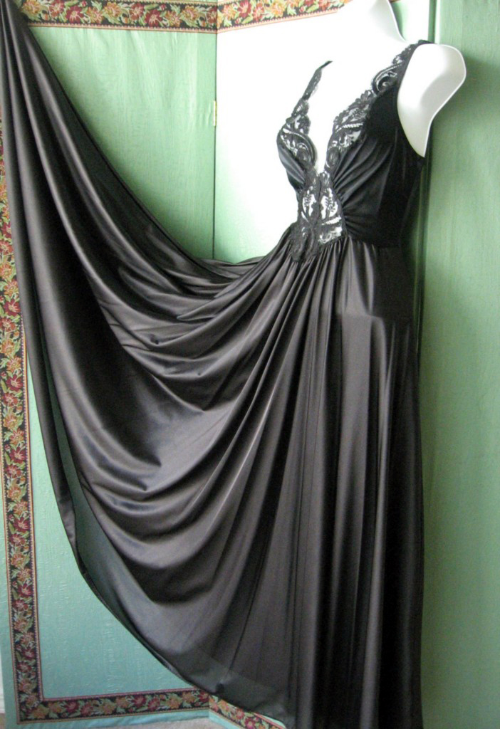 File:Black Olga nightgown.jpg - Wikimedia Commons