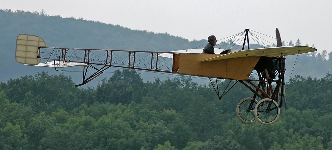 Replica volante del Blériot XI.