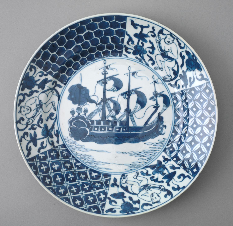 File:Bord van Chinees porselein, met een voorstelling van