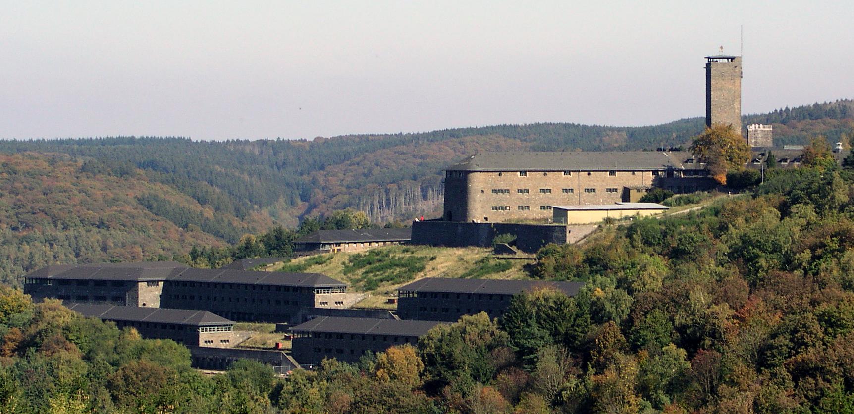 Die Burg Vogelsang auf einem Betriebsausflug erkunden