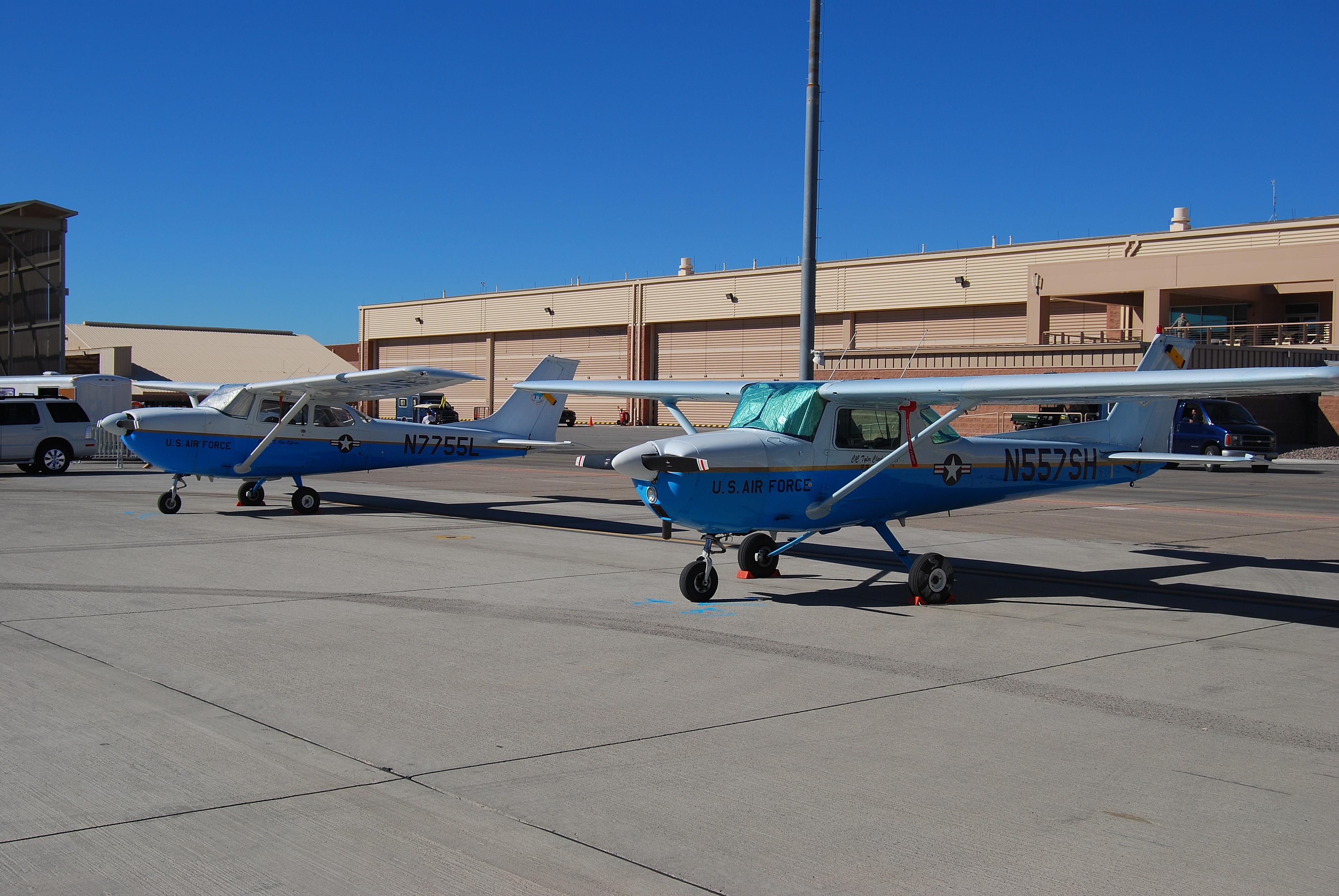 File:Cessna 150 & Cessna 172 USAF (3011846318) jpg