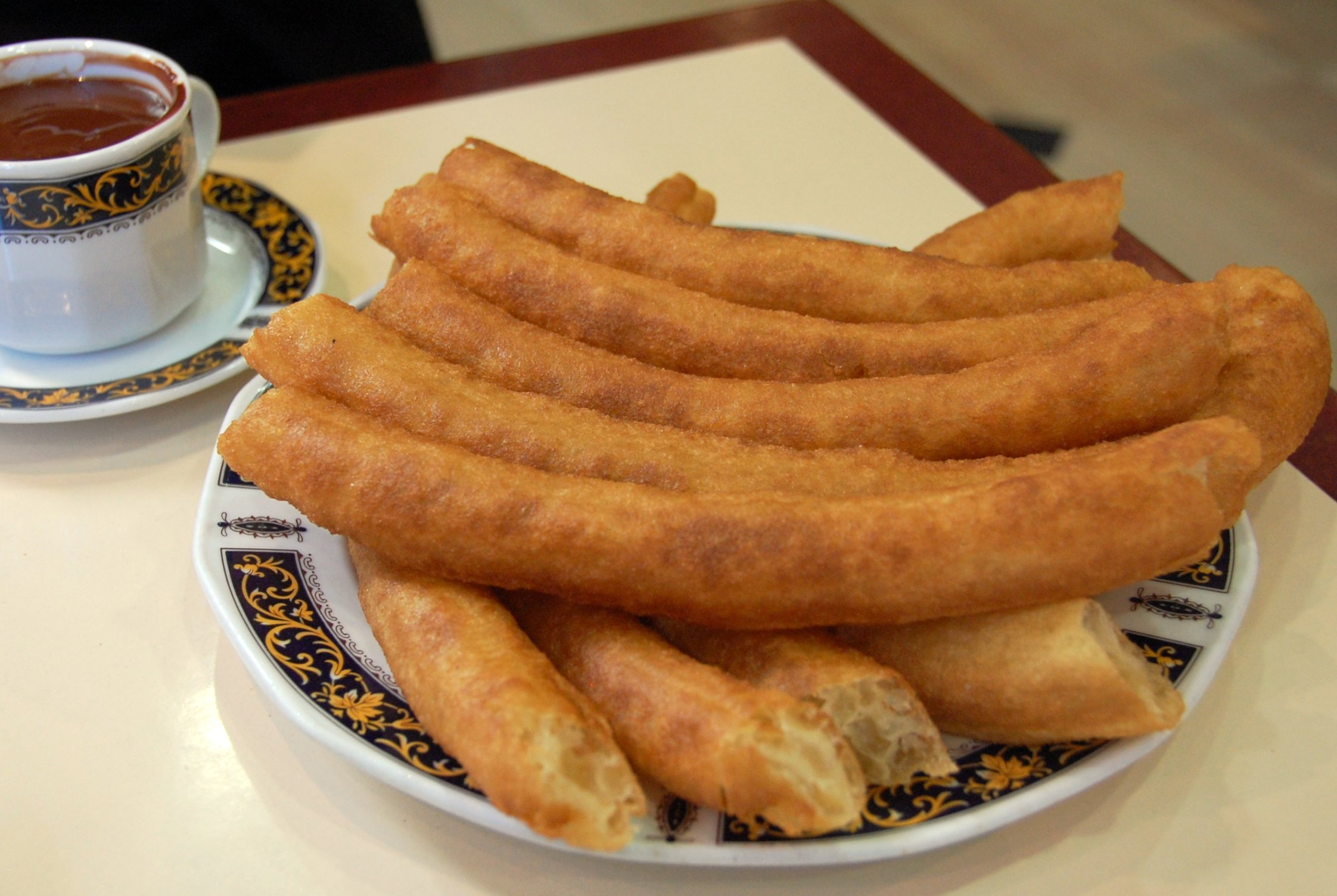 File:Churros y chocolate en Granada.jpg - Wikimedia Commons