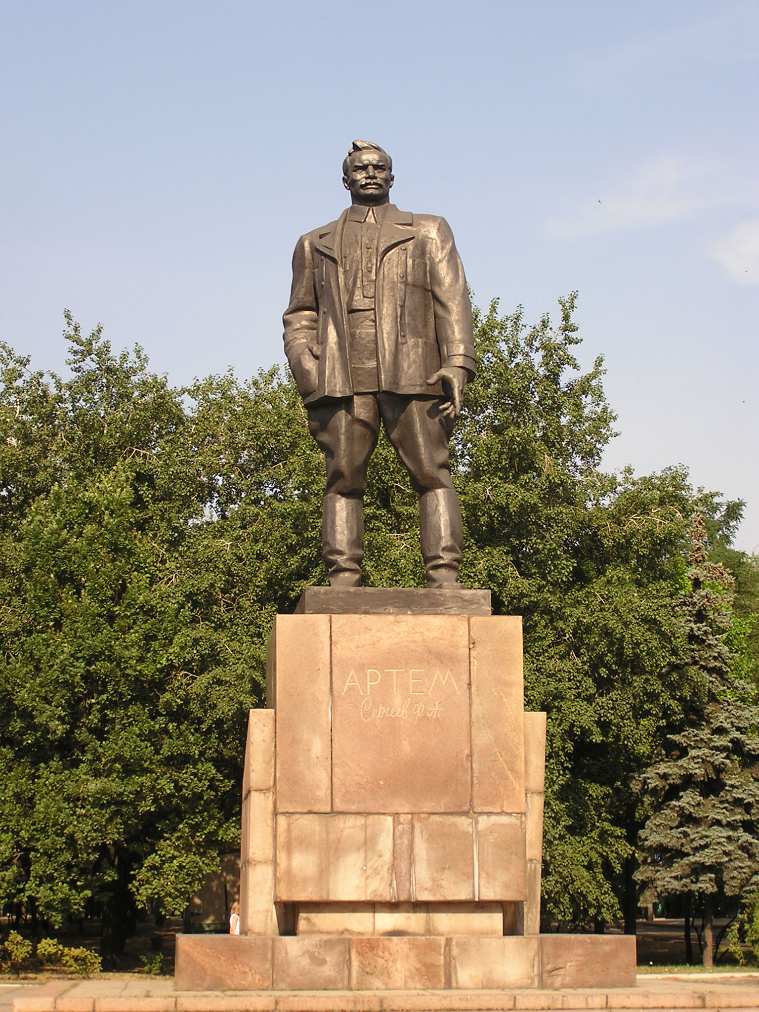 Резные памятники Гвардейск Эконом памятник с резным крестиком в углу Электрогорск