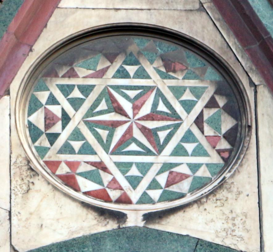 File duomo di firenze medaglioni intarsiati in marmi nei timpani delle finestre sui fianchi 11 - Finestre firenze ...