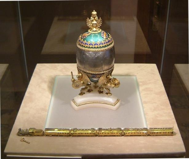 Huevo de Fabergé Faberge_Train_Egg_Kremlin_April_2003
