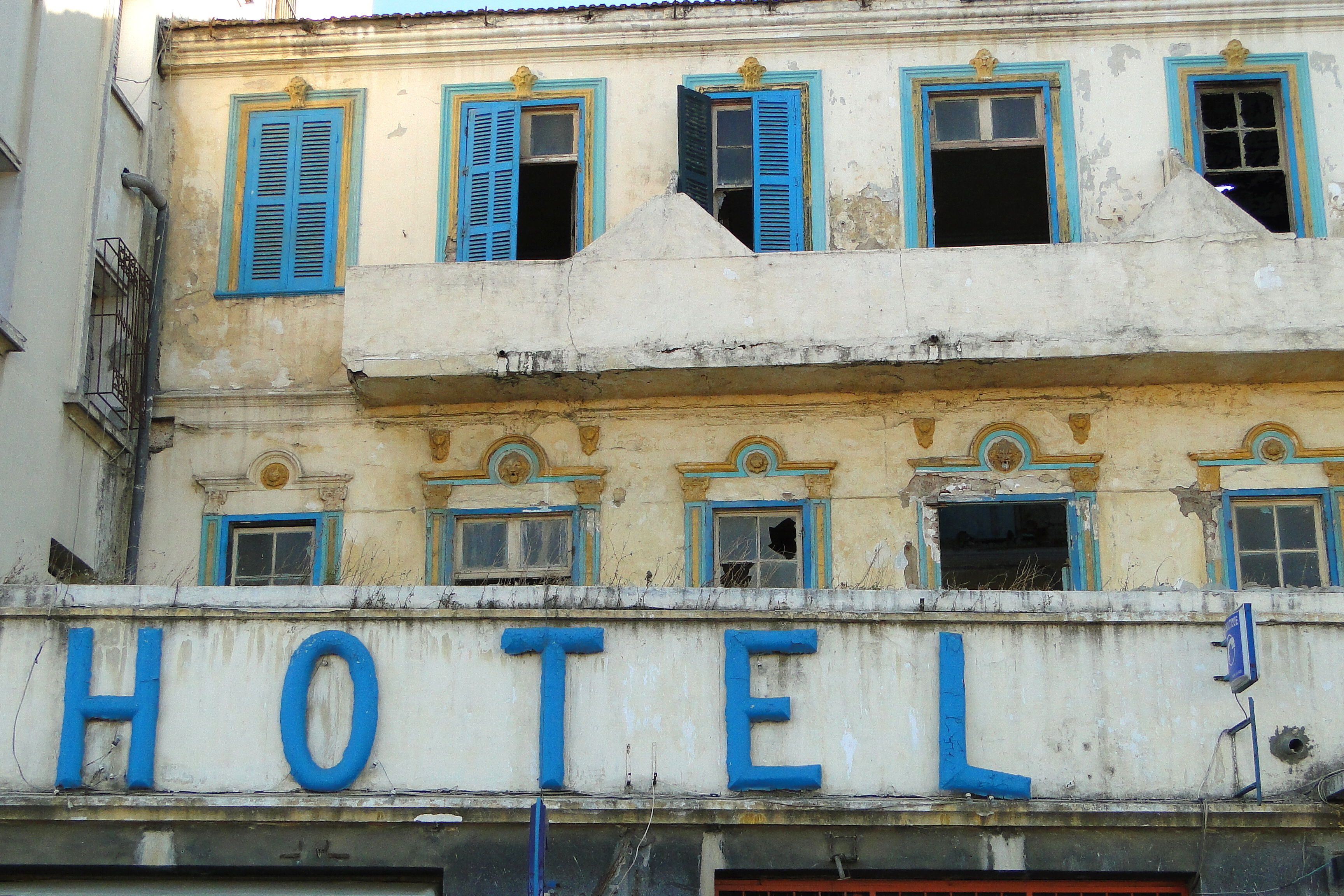file facade of abandoned hotel along corniche tangier wikimedia commons. Black Bedroom Furniture Sets. Home Design Ideas