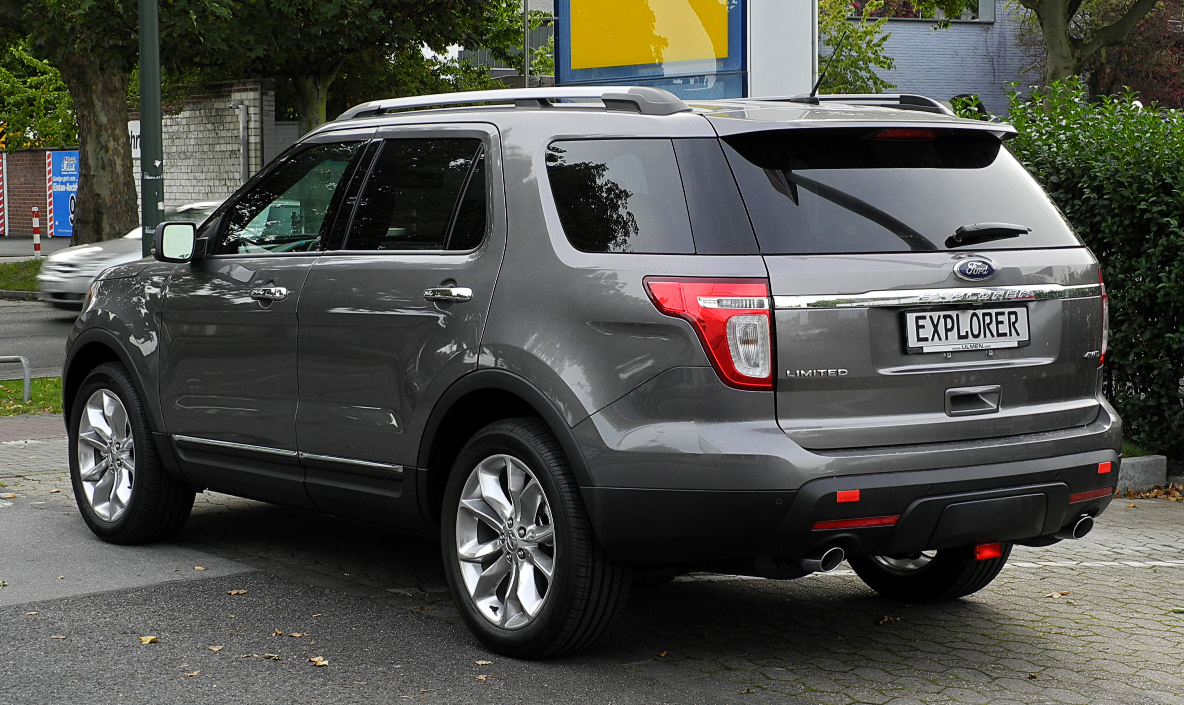 Ford Escape 2014 Custom >> File:Ford Explorer 3.5 V6 AWD Limited (V) – Heckansicht, 10. September 2011, Düsseldorf.jpg ...