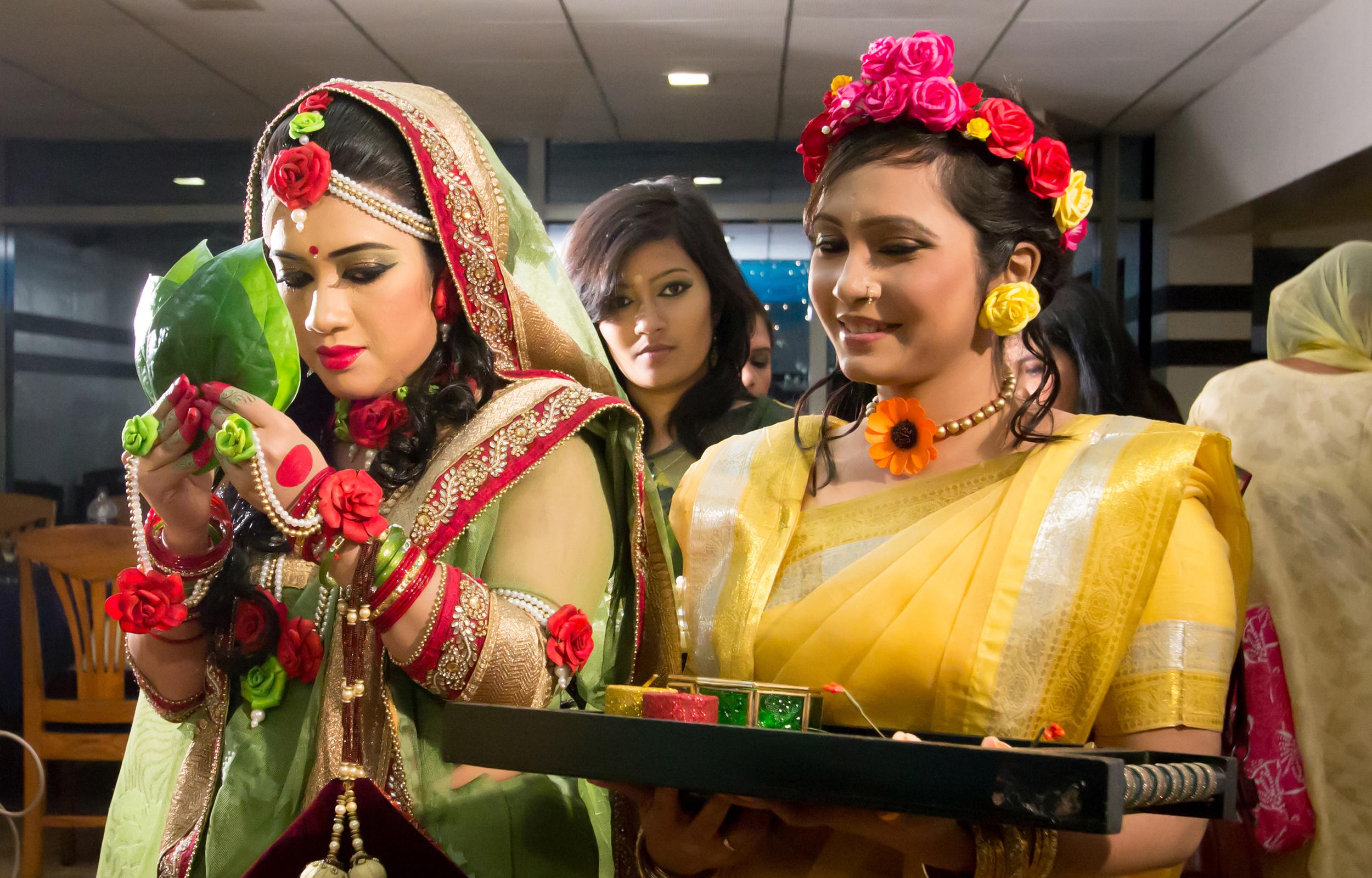 Mehndi Thaals Bengali Weddings : File gaye holud jbi g wikimedia commons