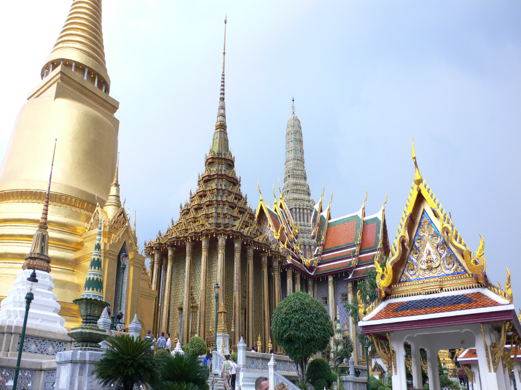File Grand Palace And Wat Phra Wikimedia Commons